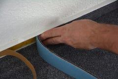 Monteure eines Bodens bei der Arbeit Lizenzfreies Stockbild
