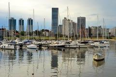 MontevideoÂ的乘快艇的港口 免版税库存图片