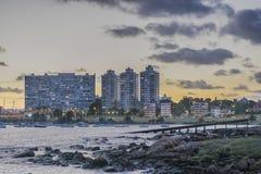 MontevideoCityscapeplats på skymning royaltyfria bilder