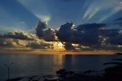 Montevideosommarsolnedgång med moln Royaltyfri Bild