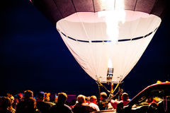 Montez en ballon le feu de brûleur à la lueur de soirée de fiesta de ballon d'Albuquerque 2015 Photographie stock libre de droits