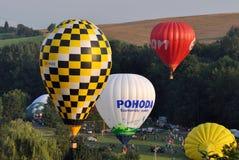 Montez en ballon le jour de festival, Kunovice, République Tchèque Images stock