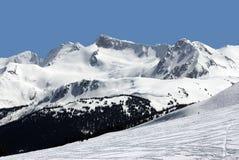Montez fissile en montagnes de côte Photos stock