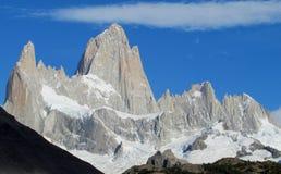 Montez Fitz Roy dans le parc national d'EL Chalten, Patagonia photographie stock libre de droits