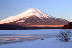 Montez Fuji en hiver II Images stock