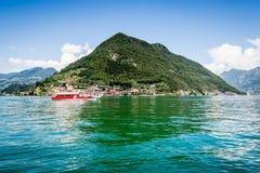 Montez l'île d'Isola, lac Iseo, Brescia, Lombardie, Italie photo stock