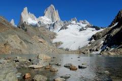 Montez la vue de Fitz Roy du lac, Patagonia image stock
