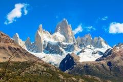 Montez le fitz Roy en EL Chalten, parc national de visibilité directe Glaciares dans Arg images stock