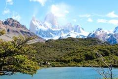 Montez le fitz Roy en EL Chalten, parc national de visibilité directe Glaciares dans Arg photo libre de droits