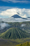 Montez les volcans de Bromo et de Batok dans le ressortissant de Bromo Tengger Semeru Photos libres de droits