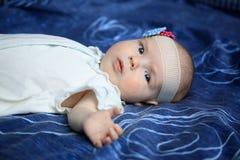3-months behandla som ett barn flickan Arkivfoton