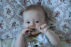 6-months-old baby eats solid for the first time royalty free stock photos