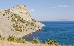 Monti Eagle sulla costa di Mar Nero nel giorno soleggiato Fotografia Stock