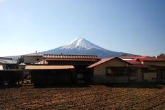 Monti fuji con la casa del Giappone Fotografia Stock Libera da Diritti