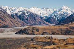 Monti il ` Archiac di D e le alpi del sud al fiume Hak di Rangitata Fotografia Stock