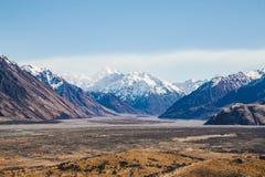Monti il ` Archiac di D e le alpi del sud al fiume Hak di Rangitata Fotografie Stock