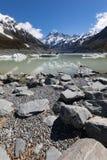 Monti il cuoco con il lago hooker e gli iceberg nella priorità alta, il cuoco Aoraki National Park, Nuova Zelanda del supporto Fotografia Stock Libera da Diritti
