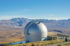 Monti John Observatory vicino alle valli Nuova Zelanda della montagna delle alpi del sud di Tekapo del lago Immagine Stock