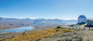 Monti John Observatory vicino alle valli Nuova Zelanda della montagna delle alpi del sud di Tekapo del lago Fotografie Stock