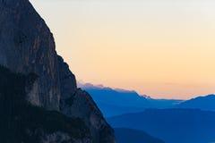 Monti la vista di Sciliar alla valle, le dolomia Seiser Alm, Italia Fotografie Stock Libere da Diritti