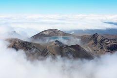 Monti Ngauruhoe, l'incrocio alpino di Tongariro, Nuova Zelanda fotografie stock