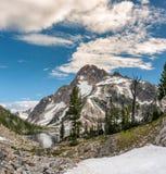 Monti Regan nell'Idaho con neve e le nuvole Fotografia Stock