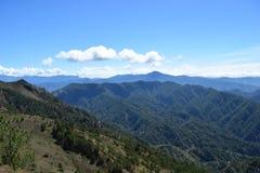 Monti Ulap, il mt Ulap, le catene montuose delle Cordigliera, le catene montuose di Ampucao, Ampucao, Itogon, Benguet, le Filippi Immagine Stock