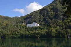 Monticchio Seen auf Berg-Geier Basilikata, Italien Lizenzfreie Stockfotografie