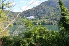 Monticchio Seen auf Berg-Geier Basilikata, Italien Stockfotografie
