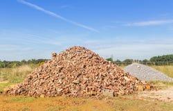 Monticule des briques de Brown photos stock
