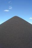 Monticule noir de gravier Images stock