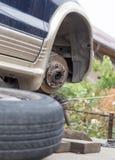 Montieren Sie das Rad des Autos ab Lizenzfreie Stockbilder