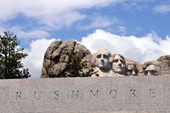 Montierung Rushmore mit Text im Granit Stockbild