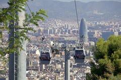 Montjuïc kabelbil och sikt av Barcelona med Torre Glà ²ries Arkivfoton