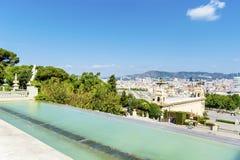 Montjuic的全国宫殿在巴塞罗那在一个晴天 免版税库存图片