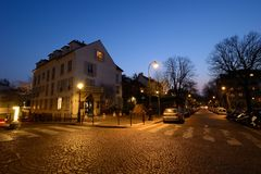 Montmartre escénico por la tarde en París foto de archivo libre de regalías