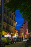 Montmartre nocą - zakupy ulica blisko Sacre Coeur Obrazy Stock