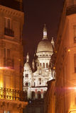 Montmartre, opinião da noite do bulevar Rochechouar de Sacré Coeur fotografia de stock