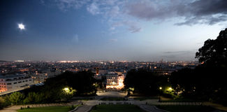 Montmartre Parijs bij Schemer Stock Afbeeldingen
