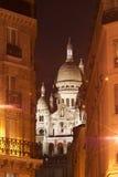 Montmartre, vista di notte del boulevard Rochechouar di Sacré Coeur Fotografia Stock