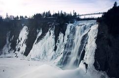Montmorency vattenfall i vintern Arkivfoto