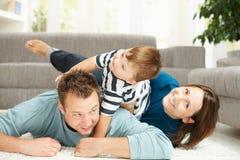 Montão da família em casa Fotografia de Stock