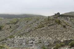 Montones de escombros de la pizarra en un día vergonzoso, País de Gales del norte Fotos de archivo libres de regalías