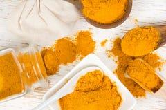 Montones del polvo de curry imagen de archivo libre de regalías