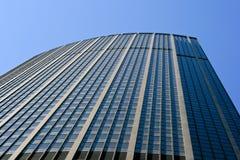 Montparnasse står hög beskådar lower Arkivfoto