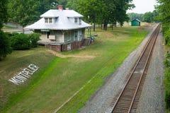 Montpelier drevstation och spår i den Montpelier stationen, VA, orange län Arkivbilder