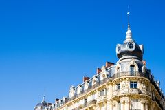 Montpellier, France Bâtiments historiques de la Comedie en place dans un jour ensoleillé images libres de droits