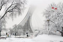 Montréal le Stade Olympique dans la neige Photos stock