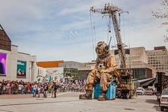 Montréal, Québec, Canada - 21 mai 2017 : Marionnette de géant de plongeur des grands fonds de sommeil Images libres de droits