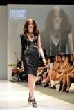 Montrare di modello progetta da Swarovski con il regno di tema dei gioielli ad Audi Fashion Festival 2012 Immagini Stock